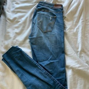 Hollister ripped light wash low rise jeans 7R